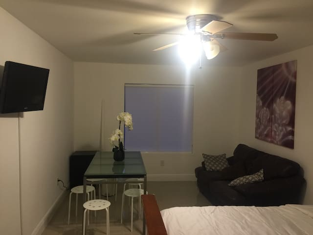 Private  studio, separate entrance! - Hallandale Beach