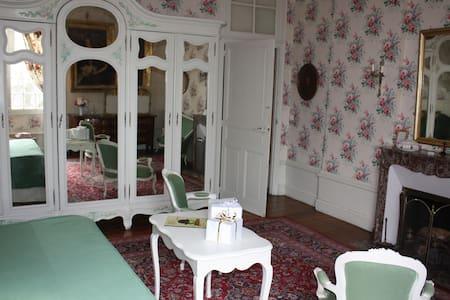 séjour au château chambre de Bonne Maman - Isle