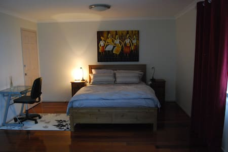 Master Bedroom , ensuite, spacious - Glenfield