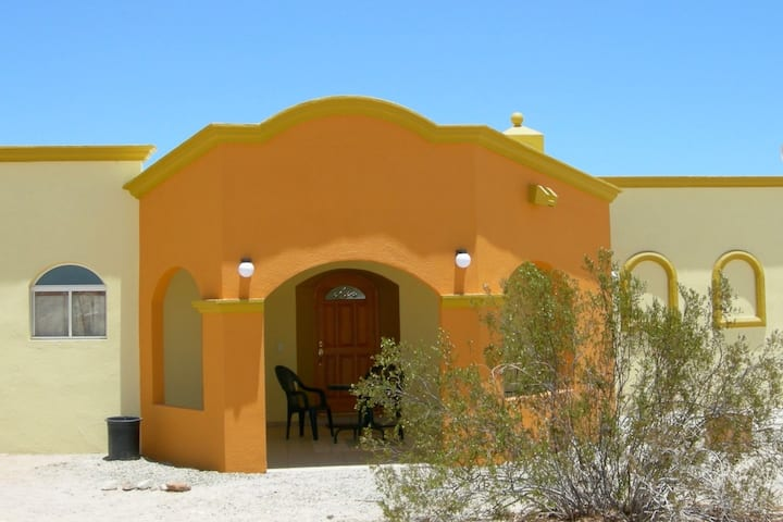 Casa Asilomar de Cortés    WiFi, TV + Resort Pools