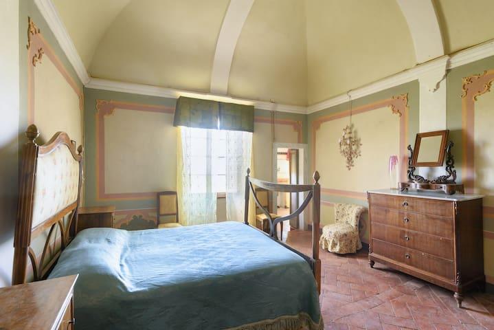 Montelifrè's castle. Duke's suite