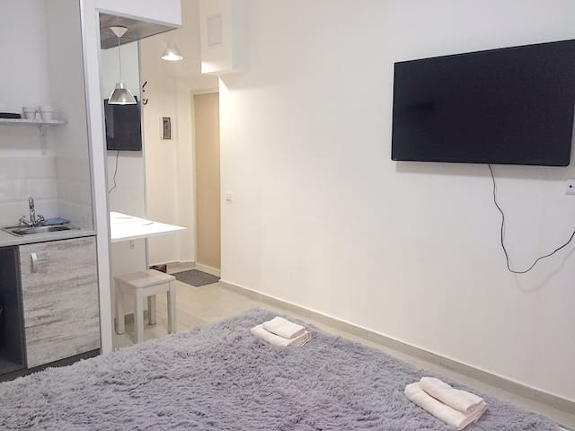 Flatscreen TV & main area (view from the bedding zone)