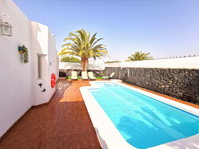 Villa Oliveira | Two bedroom villa just a 4 minute walk from the beach