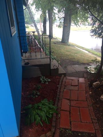 Exterior - Side yard