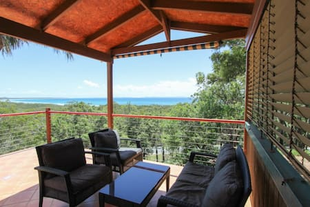 Coral Sea Lookout Beach House - Point Lookout