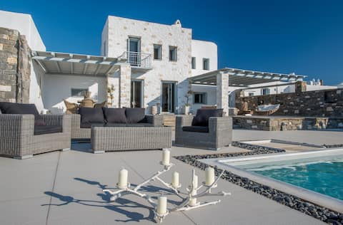 Aelia DeLuxe Villa with Sea View and Swimming Pool
