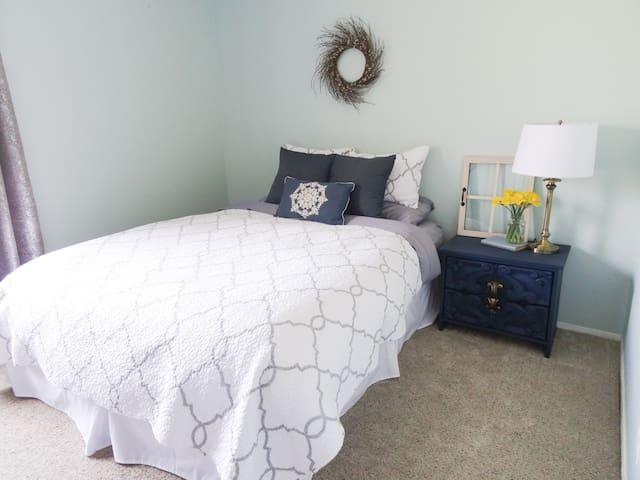 Contemporary Cottage Comforts - Rio Rancho - Hus