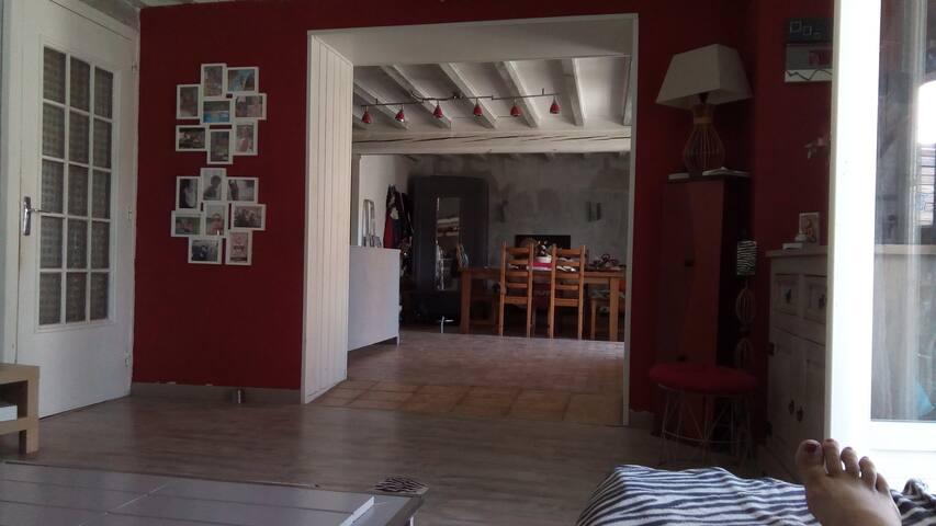 Maison ancienne de hameau beaujolaise