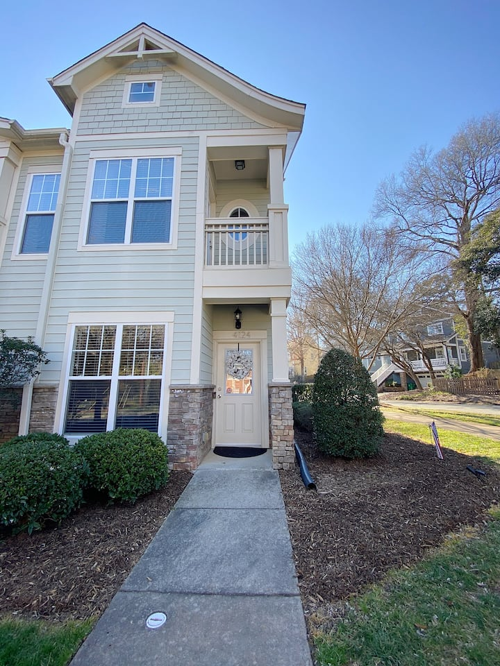 Modern Townhome Minutes From Uptown Charlotte