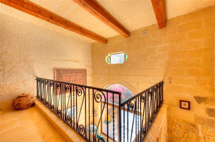 villa,private pool,great location - Għajnsielem - 別荘