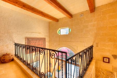 villa,private pool,great location - Għajnsielem - Villa