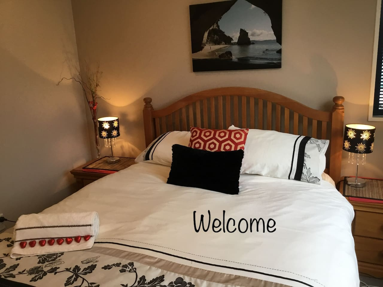 Your Spacious private bedroom, warm in winter, comfortable bed,  overlooking a tranquil park very quiet.