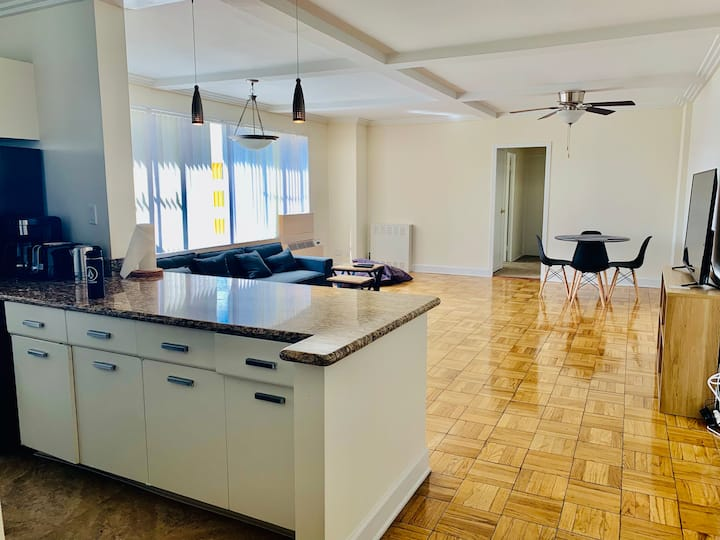 Large 2 Bedroom 2 Bath in the heart of Los Angeles