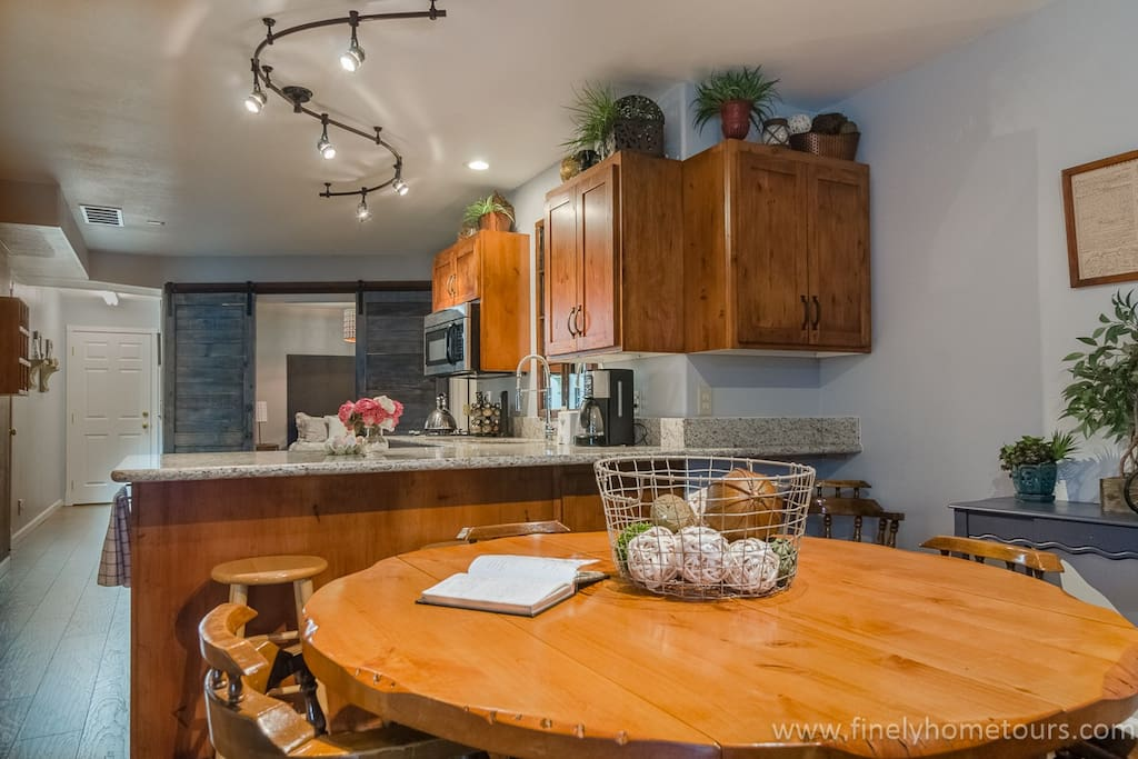 Enjoy your meals at the comfortable dining table, next to the open kitchen.
