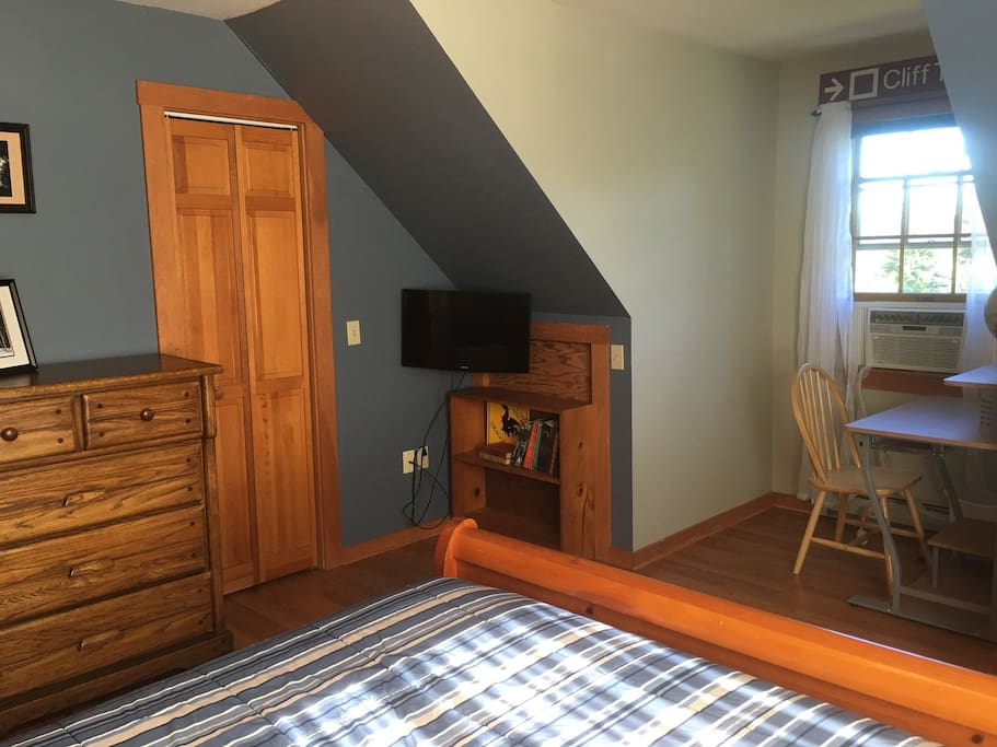 Desk, dresser, closet, TV and AC available in season