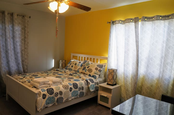 lovely Bedroom 1, shared baths, Modesto downtown!