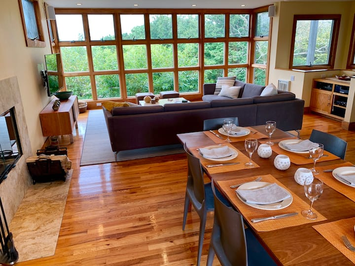 Sunsets  and summer breezes at this 3 bedroom home