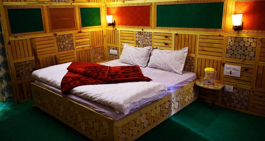Aanshal Bidagari Homestay Jibhi Room 1