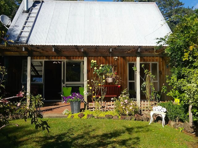 Kereru Cottage - Puhoi Holiday Home - Puhoi