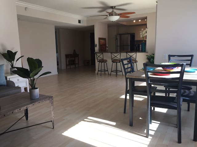 BRAND NEW BRIGHT CLEAN PALM SPRINGS WITH 3 POOLS