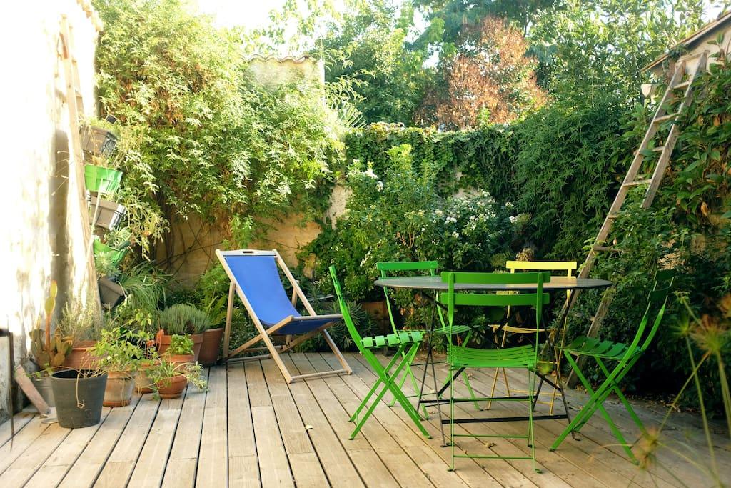 la terrasse pour respirer l'air frais et le soleil