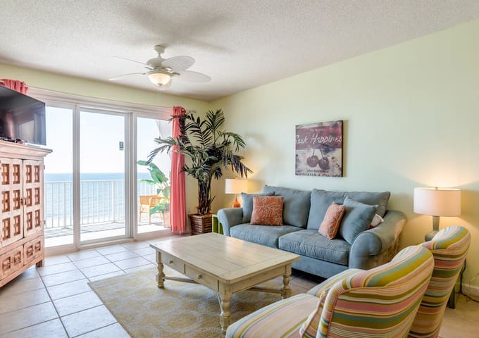 Cozy Living Room with Gulf views always in sight. Couch pulls out to a very comfortable queen size sleeper sofa.