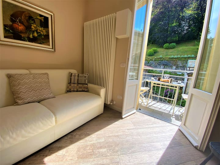 Perla with balcony & parking, Bellagio centre!