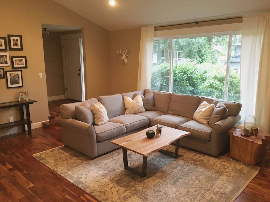Large, open great room for relaxing