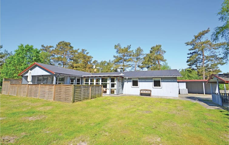 Holiday cottage with 4 bedrooms on 163 m² in Hadsund