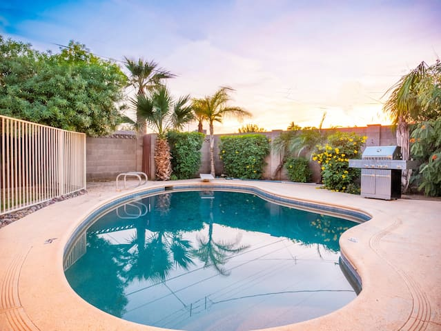 🌼 AMAZING 4 BEDROOM HOME WITH 💥FIREPLACE | POOL