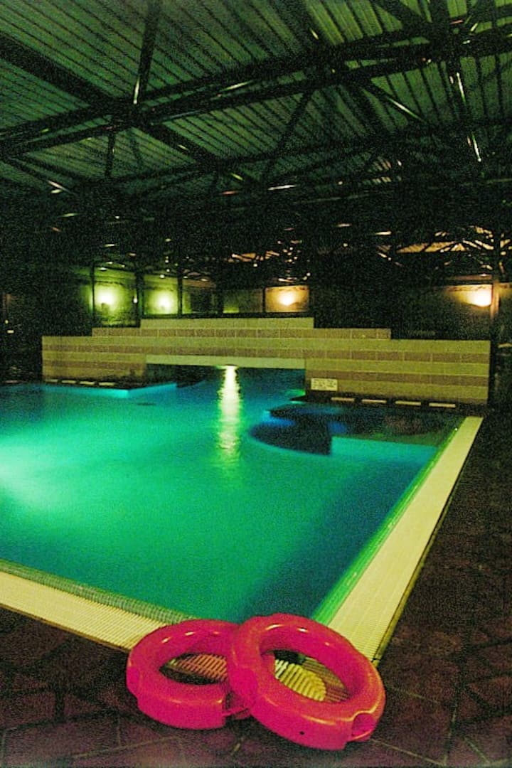 Jacuzzi and thermal pool (indoors)