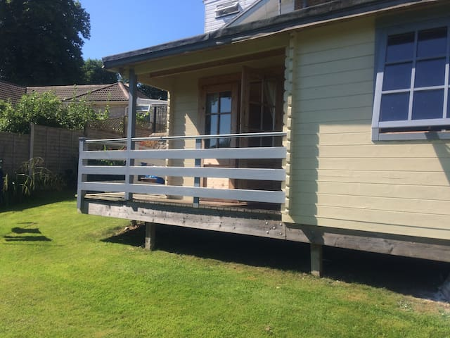 Cosy log cabin, great views with garden. - Lyme Regis - Cabana