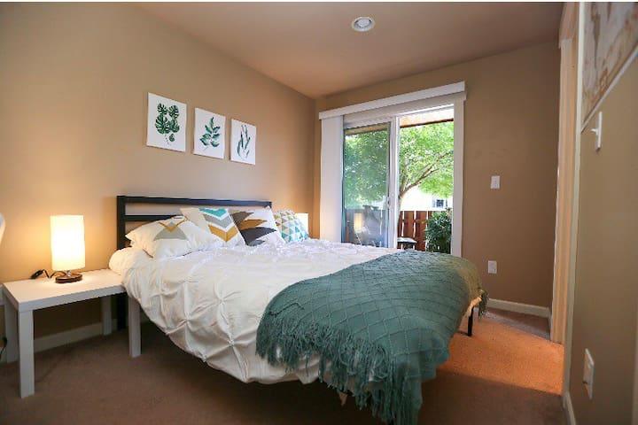 Convenient and Cozy Room!