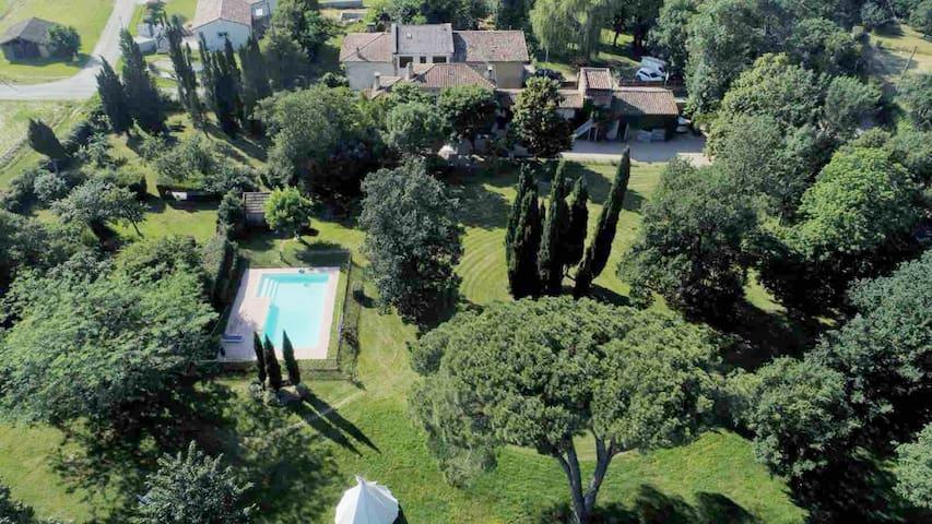 Villa toscane - maison d'artistes- piscine et tipi