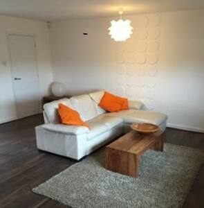 Large private annexe in a quiet location. - Woodstock - Apartament