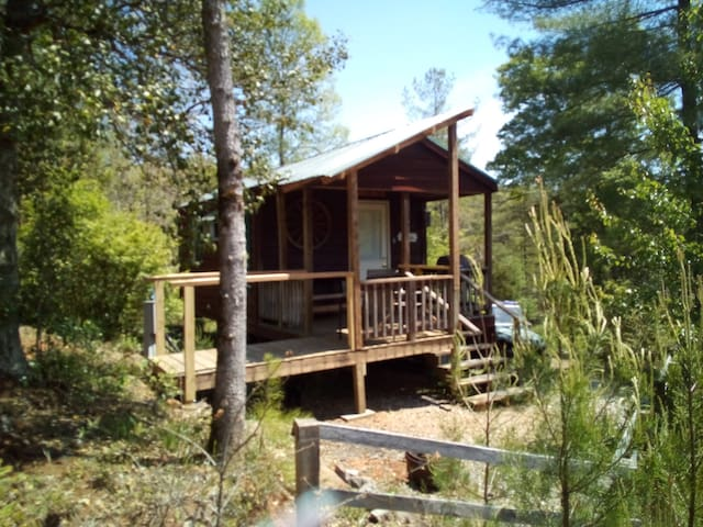 NEW cozy mountain cabin near lake & waterfalls
