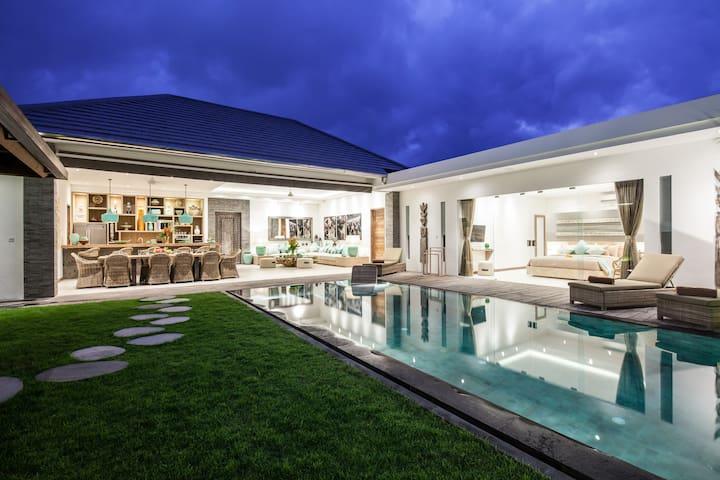 SEMINYAK Nouvelle luxueuse villa 2 chambres