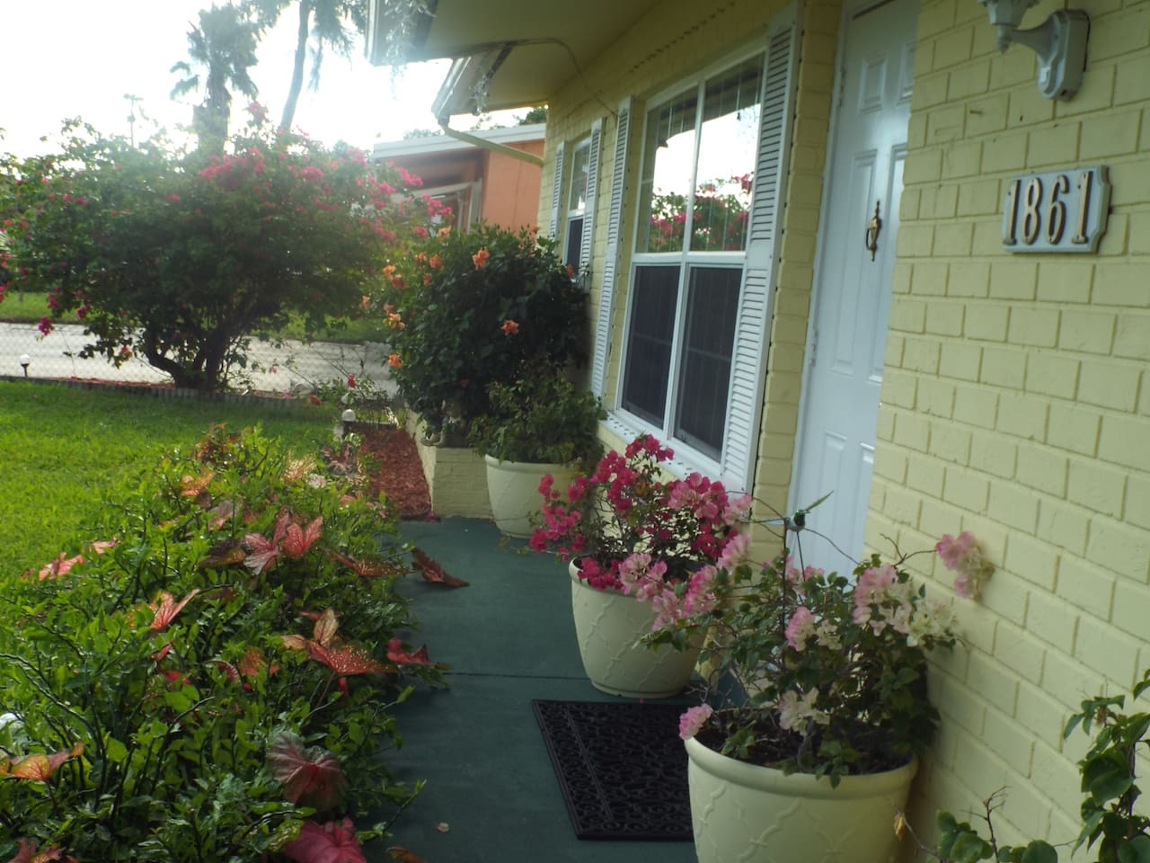 Bougainvillea House loc 4 miles from Pompano Beach - Bungalows for ...
