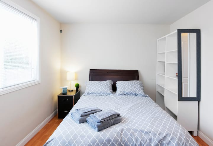 Cheap & Cheerful Apartment Mins From Downtown SF!