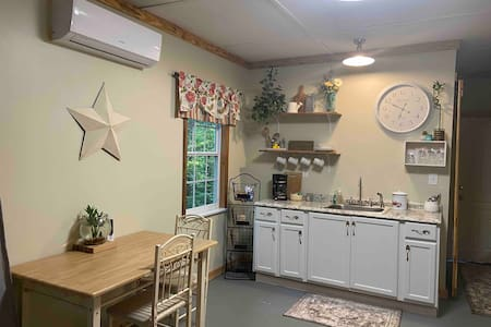 Private Apartment with Kitchenette in Canton