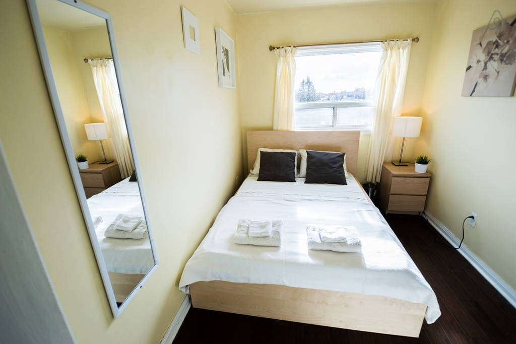 Yorkdale Room Rent