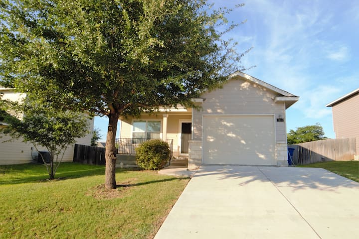 Great home near Lackland Air Force Base