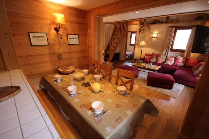 RP5.26R - Beautiful 2 bedroom + mezzanine apartment for 8 people located in Val d'Isère, ski-in/ski-out, 500m away from town centre, free shuttle bus stop close to the residence