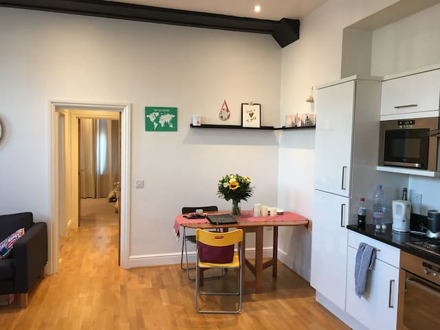 Apartment,30mins to Wimbledon,1mile to Epsom Downs - Epsom - อพาร์ทเมนท์