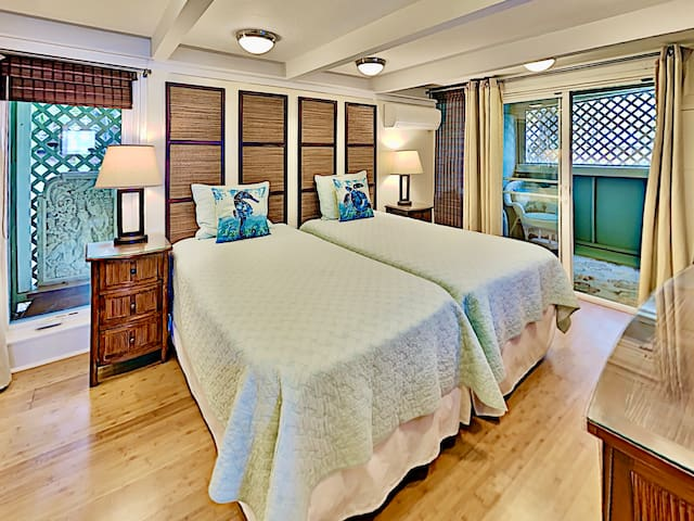 Two twins guest bedroom has an enclosed, attached lanai!