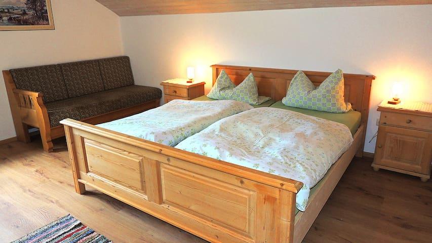 Neue große Ferienwohnung Heidi mit 3 Schlafzimmern