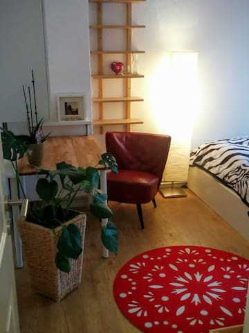 Cosy double bed (close to the fair &  subway) - Hannover - Apartment