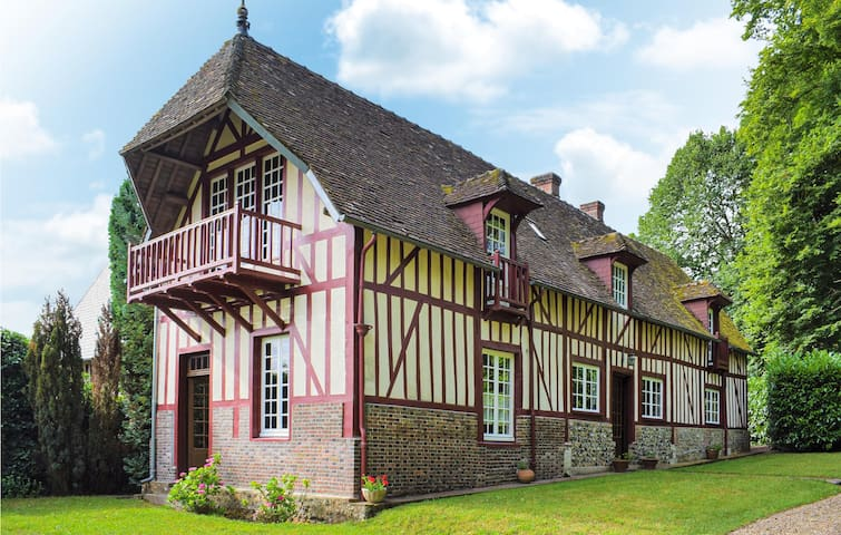 Holiday cottage with 5 bedrooms on 200m² in Beaumontel