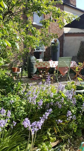 Cosy and Welcoming  Cottage with Sunny Garden
