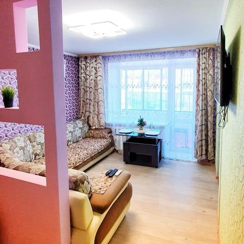 Acogedor y limpio departamento con interiores de diseño.